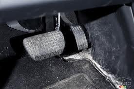Nettoyer les tapis de voitures